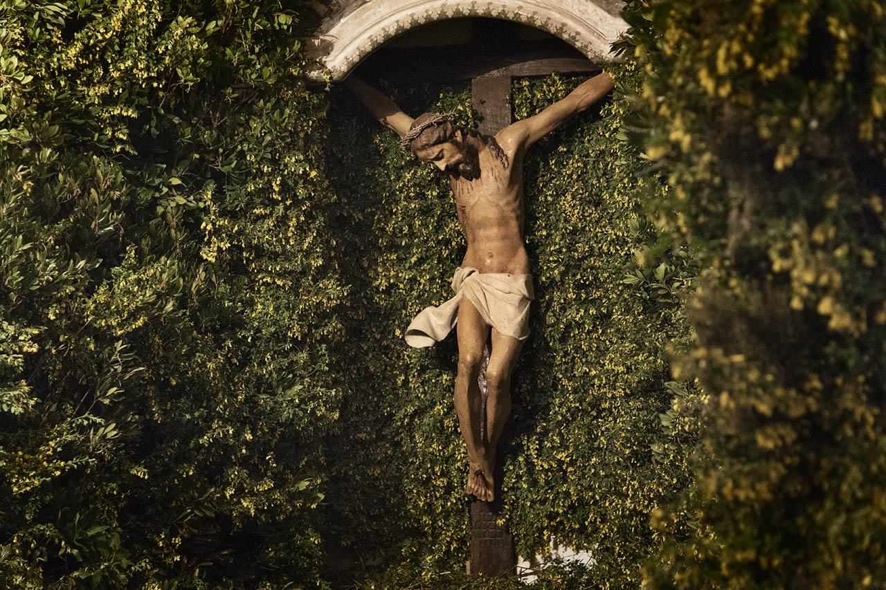 Wooden crucifix in the tomb of the church of Saint Anthony.  Cuglieri (OR), Italy. Wednesday, 28/03/2018. -  Crocifisso Ligneo nel sepolcro della chiesa di Sant'Antonio.  Cuglieri (OR), Italia. Mercoledì, 28/03/2018.